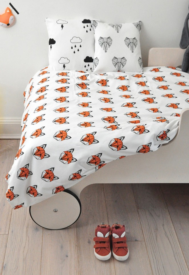 tobias_and_the_bear_fox_cotbed_cushions_1024x1024